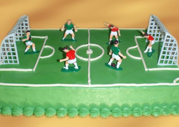 tort w kształcie boiska